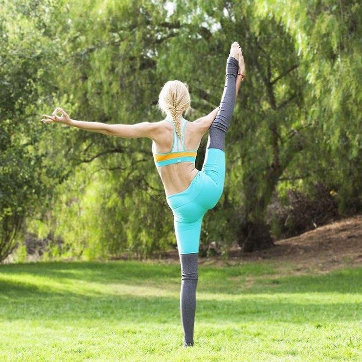 8个瑜伽动作,早起放松肩颈元气满满,在家也能练