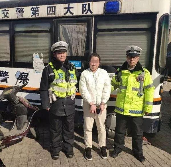 【微警情】郑州交警例行查纠,真巧,揪出一个女诈骗