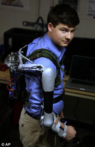 可穿戴机械臂曝光:让常人瞬间变身超人